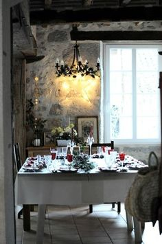 Christmas Inspiration | How cosy & perfect is this beautiful Christmas inspired dining setting?