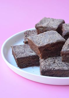 This is the PERFECT Chocolate Slice! Soft and chewy choc slice topped with an easy cocoa frosting, it Chocolate Slice, Chocolate Milkshake, Chocolate Recipes, Chocolate Chips, Healthy Chocolate, Chocolate Frosting, Chocolate Cookies, Baking Tins, Baking Recipes