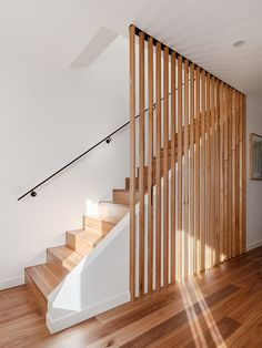 Staircase Railing Design, Home Stairs Design, Modern Staircase, House Design, Interior Cladding, Interior Stairs, Interior Design Inspiration, Home Interior Design, Wood Slat Wall