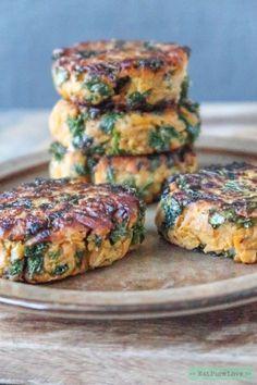 Zoete aardappel burger met boerenkool. #zoeteaardappel #vegetarischeburger #eatpurelove www.eatpurelove.nl