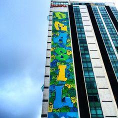 Hotel na orla do Leblon exibe arte urbana em homenagem à Copa - COPA NO RIO