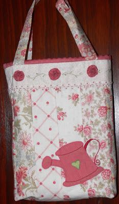 """""""How does your garden grow?"""" - Beautiful bag with applique and Suffolk Puffs, made from Jelly Roll strips."""