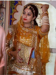 Shivani Rathore 💫 Rajasthani Bride, Rajasthani Dress, Indian Bridal Fashion, Indian Wedding Outfits, Rajputi Jewellery, Rajputi Dress, Stylish Dress Designs, Bridal Photoshoot, Royal Dresses