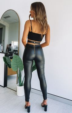 Shop the range of festival pants, wide leg pants, skinny leg pants, linen pants, culottes and much more! Get your outfit now for the weekend with free express shipping and AfterPay! Cute Comfy Outfits, Sexy Outfits, Fashion Outfits, Chica Fantasy, Black Pants, Black Leggings, Black Belt, Tribal Leggings, Sexy Jeans