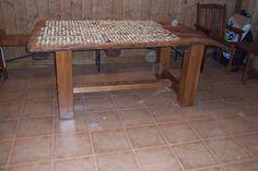 Mesa creada para poner como tapa un trillo antiguo, manteniendo el color original.