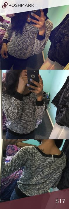 Super light sweater 😽 Cute black and white light sweater, has a working zipper on the back, size small H&M Sweaters Crew & Scoop Necks