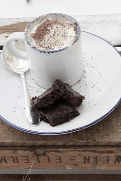 hot chOcolate and brOwnies