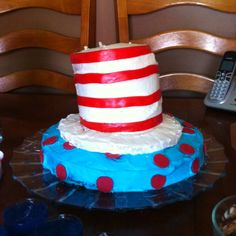 Cat in the Hat cake.. I think I am going to attempt this for Charleigh's 1st bday