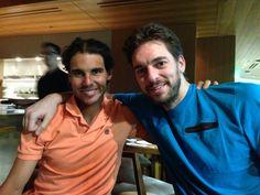 Rafa Nadal 11 March 2014  Un día para olvidar... Pero cenando en muy buena compañia A bad day... But I have dinner with a great friend