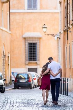 Beautiful Golden hour light in an off the beaten track Couple Photography session in central Rome Romantic Couples Photography, Romantic Photos, Couple Photography, Couple Poses Drawing, Couple Posing, Photo Couple, Couple Photos, Walk Together, Viajes