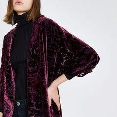Tissu de velours de Burnout Manches kimono Avant ouverte Notre modèle porte un RU S et est 175cm / 5' 9'' haut