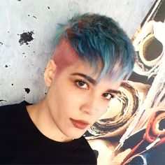 Feel like getting a haircut? Don't know what haircut to get? Take our quiz and find out which hair style you should have! Halsey, Androgynous Hair, Androgyny, Amber Hair, Shes Perfect, Cute Celebrities, Cool Hair Color, Pixie Hairstyles, New Hair