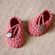 Tómalo o déjalo: Zapatitos de crochet para bebé.