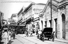 Ladeira São João, em 1907, com antigo carro de praça e bondes providos de…