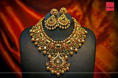 Bold Gold Necklace And Earrings Design ~ South India Jewels Pakistani Jewelry, Silver Jewellery Indian, Gold Jewellery Design, Gold Jewelry, Handmade Jewellery, Bridal Jewellery, Clay Jewelry, Earrings Handmade, Jewlery