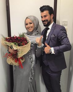 Nurcan Kacira You will find different rumors about the real history of the marriage dress; tesettür First Narration; Couple Hijab, Couple Outfits, Bridal Hijab, Hijab Wedding Dresses, Modern Hijab Fashion, Modest Fashion, Cute Muslim Couples, Cute Couples, Outfit Chic