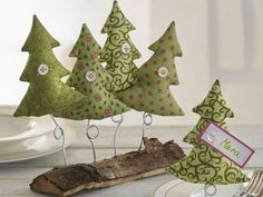 Ideas for Unusual Christmas trees for Home Decoration Unusual Christmas Trees, Diy Felt Christmas Tree, Fabric Christmas Trees, Alternative Christmas Tree, Christmas Sewing, Christmas Makes, Rustic Christmas, Xmas Tree, Christmas Holidays