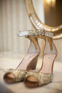 Sandale de paillettes. - La Trahison des Images