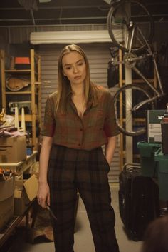 Best Killing Eve Costumes - See Photos of Villanelle and Eve's Designer Clothes and Dresses Katharine Hepburn, Zooey Deschanel, Lauren Conrad, Style Année 20, Eve Costume, Get Thin, Jodie Comer, Monochrome Fashion, Kristen Bell