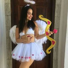 Have a quick look at the best Halloween Costumes for Women which can easily be DIYed. From BFF Halloween costumes to easy peasy & cute Halloween costumes. Disney Halloween, Halloween Outfits, Last Minute Halloween Costumes, Halloween Diy, Halloween 2018, Angel Halloween Costumes, Group Halloween, Halloween Orange, Halloween College