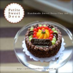 Chocolate miniatura Crumble Cake con frutas Topping Imán - en forma redonda - Faux Alimentos - Cumpleaños - Miniatura Dollhouse - Petite dulce Deco