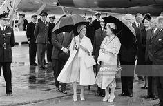 Queen Elizabeth The Queen Mother (1900 - 2002) at London Airport for the arrival of Princess Margaret (1930 - 2002) after her Canadian tour, 12th August 1958. (Photo by Victor Blackman/Daily Express/Hulton Archive/Getty Images)