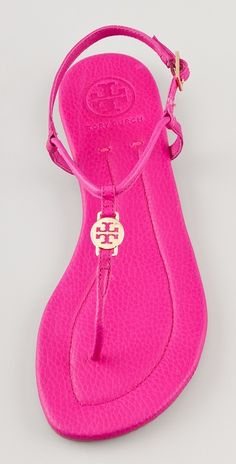 Always thought these kind of sandals look awkward .. but the pink makes up for it ;)