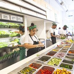 Salad Bar Restaurants, Vegan Restaurants, Healthy Takeaway, Healthy Bars, Juice Cafe, Salad Shop, Juice Bar Design, Smoothie Shop, Salad Places