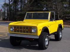 Josefa's ute in its better days Old Ford Bronco, Early Bronco, Classic Bronco, Classic Ford Broncos, Small Trucks, Cool Trucks, Ford Motor Company, Broncos Pictures, Jeep Suv
