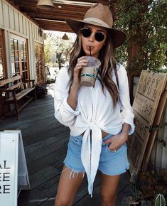 White tie up shirt Easy Style, Only Shorts, Look Fashion, Fashion Outfits, Look Festival, Looks Street Style, Tumblr Outfits, Summer Trends, Summer Looks