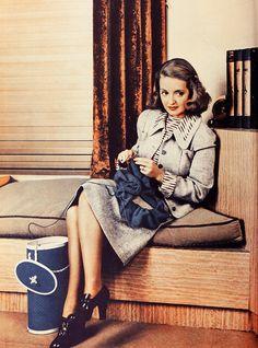 Bette Davis and her knitting via My Pretty Baby Cried She Was a Bird Golden Age Of Hollywood, Hollywood Stars, Classic Hollywood, Old Hollywood, Isabelle Adjani, Jean Dujardin, Jeanne Moreau, Sophia Loren, Catherine Deneuve