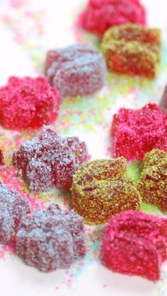 Gomitas Dulces Candy Christmas Decorations, Christmas Candy, Sweet Recipes, Snack Recipes, Dessert Recipes, Fruit Confit, Home Made Candy, Eat For Energy, Venezuelan Food