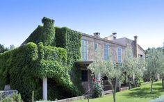 Finca Can Milena • Ort: Porto Cristo, Mallorca Osten • Preis pro Nacht 55 bis 700 € • Personen: Max. 18 • Das 140 Jahre alte Anwesen bietet sich aufgrund der Grösse der Finca und den verschiedenen Einheiten hervorragend für einen grossen Familienurlaub an.