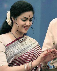 Beautiful Girl Photo, Beautiful Girl Indian, Most Beautiful Indian Actress, Beautiful Saree, Beautiful Roads, Bollywood Actress Hot Photos, Beautiful Bollywood Actress, Beautiful Actresses, Indian Photoshoot