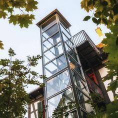 #Technik trifft #Natur Schöne Außenanlage über Stege mit dem bestehenden Gebäude verbunden. #Behindertenaufzug #Personenaufzug #Aufzug