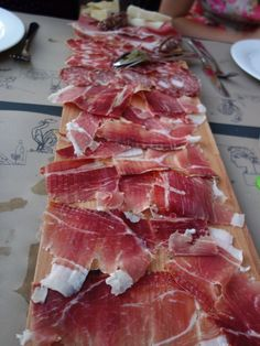 Want to know where you can order this gorgeous platter of prosciutto? Just download my new app, Eat Umbria. Available as an in-app purchase when you download the free app Eat Italy.