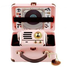 Muzen Portable Wireless High Definition Audio FM Radio and Bluetooth Speaker Metal Pink Travel Case Included Classic Vintage Retro Design >>> Learn more by visiting the image link-affiliate link. Vintage Room, Vintage Gifts, Retro Vintage, Retro Room, Hello Kitty House, Cute School Supplies, Miniature Crafts, Retro Aesthetic, Cool Things To Buy