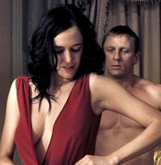 James Bond Girl # 21 - Eva Green is Vesper Lynd with Daniel Craig - Casino Royale Eva Green Casino Royale, James Bond Casino Royale, Bond Girls, Rachel Weisz, Ava Green, Actress Eva Green, Daniel Craig James Bond, Flapper, Mini Vestidos