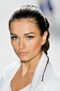 2012 Spring and Summer Makeup / Beauty Trends. For the women, and girls that like to flaunt their beauty all year round, the top hottest trends for the spring and summer season. Being beautiful is … Cute Eye Makeup, Day Makeup, Summer Makeup, Love Makeup, Beauty Makeup, Makeup Looks, Hair Beauty, Makeup Trends, Beauty Trends