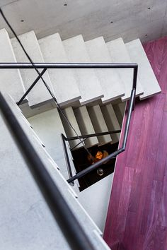 Concrete Micro-House in Japan. Architecture: Yasuhiro Yamashita of Atelier TEKUTO Metal Railings, Staircase Metal, Micro House, Tiny House, Modern Stairs, Concrete Structure, Residential Architecture, Japan Architecture, Contemporary Architecture
