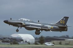 Saab Lansen, Sweden Air Force, was a two-seat, transonic military aircraft… Military Jets, Military Aircraft, Military Weapons, Swedish Armed Forces, Private Jet Interior, Swedish Air Force, Luxury Jets, Aircraft Design, Aircraft Pictures