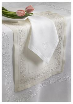 Arabesco Linen Tablecloth, Table Runner, Placemats, and Napkins| Gracious Style