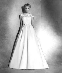 Kleid aus Spitze und Satin
