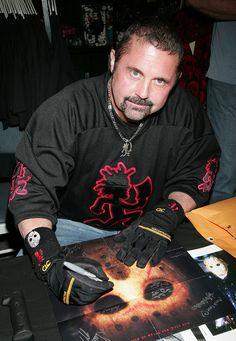 Kane rocks the hatchet man. My 2 favorite things combined ♡