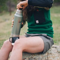 Women Camping, Camping Life, Camping Hacks, Camping Outfits For Women, Camping Style, Summer Hiking Outfit, Hiking Outfits, Hiking Training, Hiking Shirts