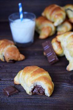 Rogaliki z nutellą - Po Prostu Pycha Nutella, Hamburger, Breakfast Recipes, Bread, Baking, Food, Cakes, Bread Making, Meal