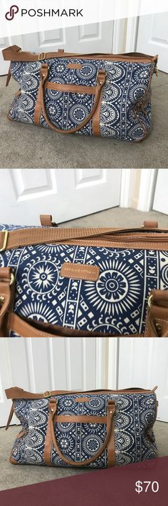 ADRIENNA VITTANDINI Travel ✈️ weekender duffel bag Excellent condition! Please see the photos I have attached. Great for weekend or week long trips! Will survive being thrown around through TSA checks and is also great for the beach or camping. This bag holds a LOT.  If you need measurements feel free to ask!  I am open to reasonable offers and I always ship out the item within 1 business day! Adrienne Vittadini Bags Travel Bags