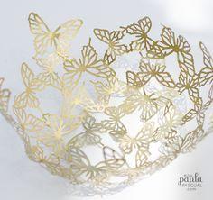 Paula Pascual: Golden mariposas - técnica de papel maché usando un globo