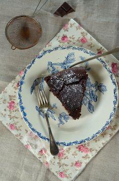 Gâteau super fondant au chocolat et noisettes -Tangerine Zest