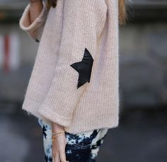 star jumper and tie dye jeans Look Fashion, Diy Fashion, Looks Style, Style Me, Caroline Blog, Elbow Patch Sweater, Elbow Patches, Tie Dye Jeans, Zara